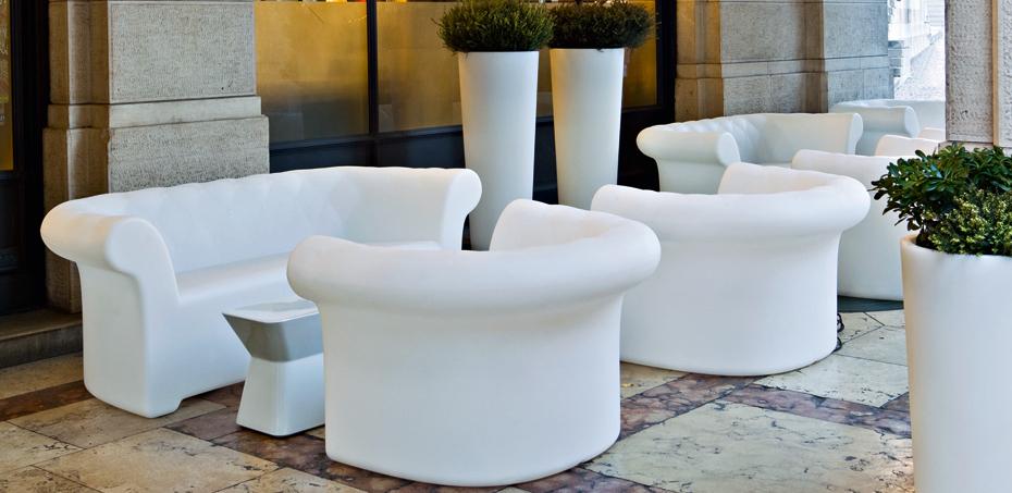 Outdoor sofa sirchester by serralunga design bazzicalupo for Mobilia outdoor furniture